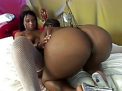 Ebony lesbian showdown