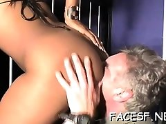 White stud worships a sexy black ass and gets sucked