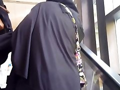 Muslim upskirt