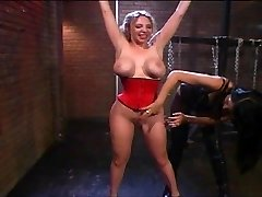 Kiki Daire fetish slave handled well