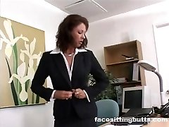 Chief lady evaluates her worker's spear at the office