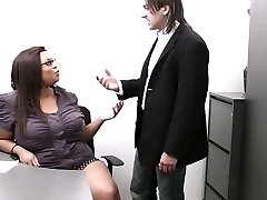 Married boss seduces his immense dark-hued secretary