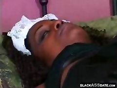 Dark chocolate housemaid helps her manager to jizz
