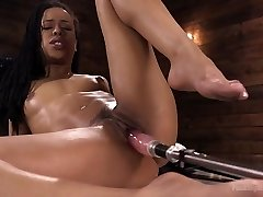 Athletic Ebony Hook-up-Kitten Kira Noir Gets an Anal Machine