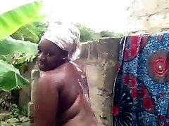 africké študent má sprcha