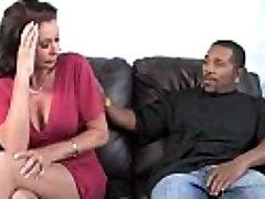 Nadržená máma miluje černé monster cock 8