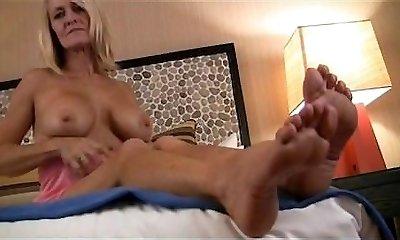 Mona Lisa Mature arched feet