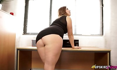 Nasty mother with great whooty Anna Joy demonstrates her buttocks