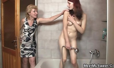 Teen riding old fuck-stick after pussy toying in the douche