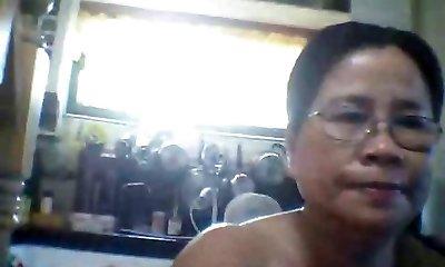 naked mummy after shower