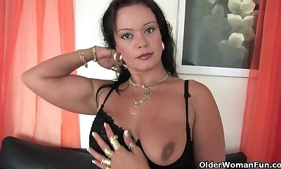 Lush soccer mom in stockings works her stiff clit