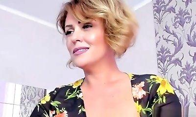 Sexy Mature Mom Web Flashing