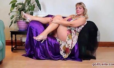Mature Danielle 43 years senior