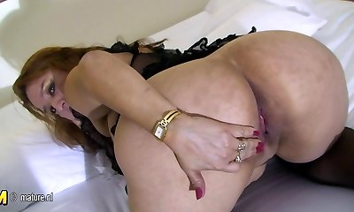 Big mama loves to have fun with her senior pussy