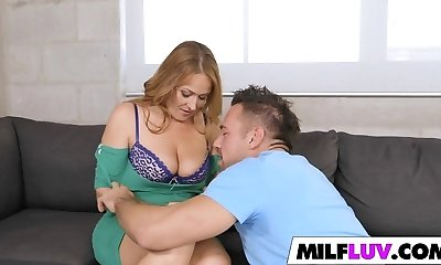 Hunting Cougar pussy Elexis Monroe