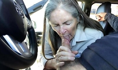 Grannie sucks in the car