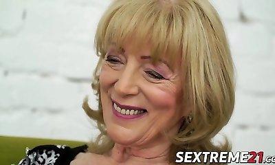 Nasty granny Szuzanne needs Olivers boner to bang her cooter