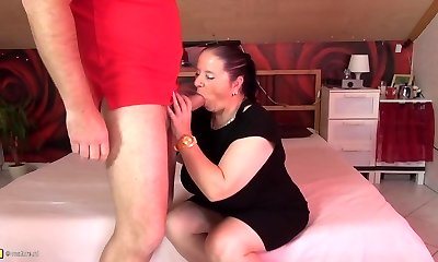 Mature chubby mummy suck and fuck fat spear