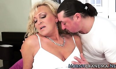 Grannie slut gets cumshot