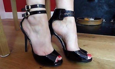 Sexy mom feet... 1