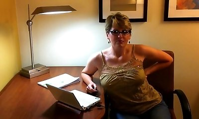 Huge jizz flow on her glasses