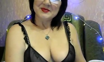 Fleshy glasses mom