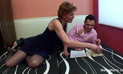 Mature hoe with glasses loves getting fucked