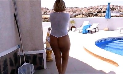 Mature with a naked nude ass walks on vacation.