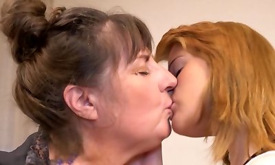 Kiss me mommy