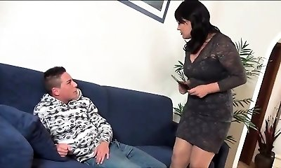 Hot cougar gives dudes good fucking lesson - 2 On HDMilfCam com
