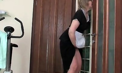 Fit guy penetrate mature maid