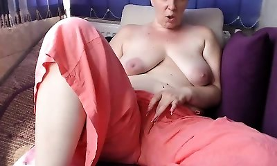 Unexperienced french chubby mature masturbate at the public beach