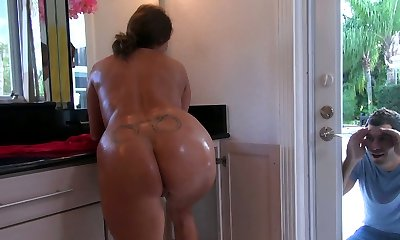 Hefty mother takes a shower soaping her voluptuous body and later gives a quality blow-job
