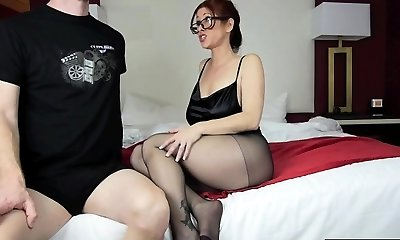 Hot mom footjob and cumshot