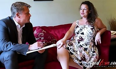 AgedLovE Bussinesman Seduced by Steaming Mature Mommy