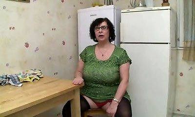 AMATEUR Bbw Meaty TITS GRANNY PISSING SEX