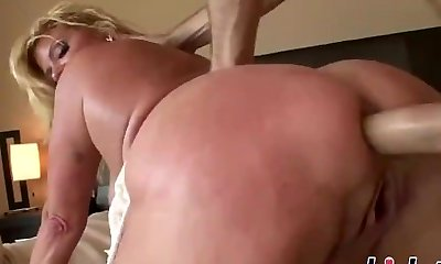 Slutty mature wench has her pussy boinked