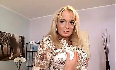 Blonde mature anal invasion