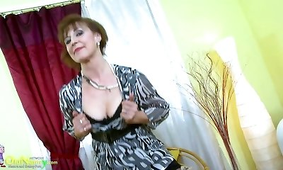 OldNannY Hot Mature Female Solo Getting Off Showoff