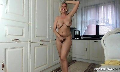 Elderly amateur Milf Regina toys meaty hairy pussy