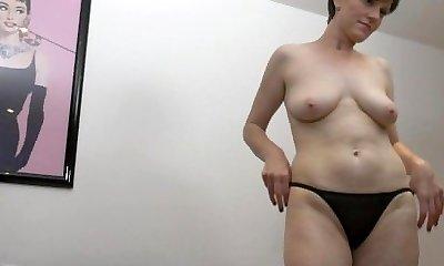 Horny MILF Masturbating Fleshy Pussy to