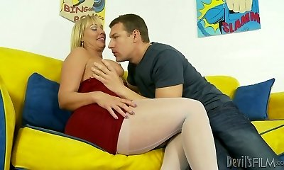 Hot blonde mommy Mellanie Monroe in red-hot foreplay with naughty guy Jerry