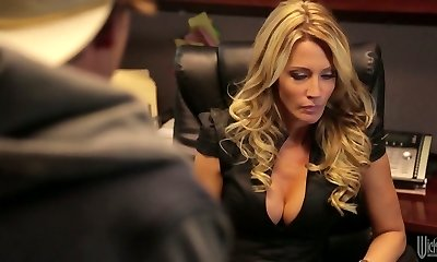 Divine blonde mummy Jessica Drake is poked really well