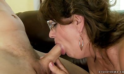 Horny grandmother takes it deepthroat and swallows cum