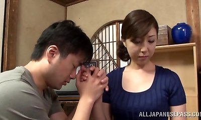 Super-steamy mature Asian housewife enjoys getting posture 69