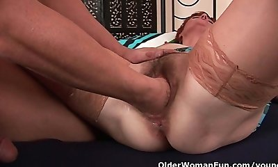 Insane mommy craving a fist up her old pussy