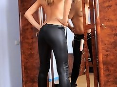 Super hot blonde in bright red lipstick jerks her cord-on and jizzes all over her heels