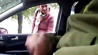 A nő nézte, ahogy egy ember maszturbál a kocsijában - pinguino69