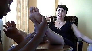 emo domme láb masszázs