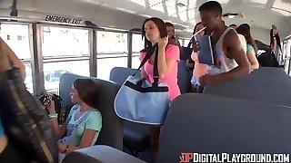 DigitalPlayGround - KORMÁNY A buszvezető